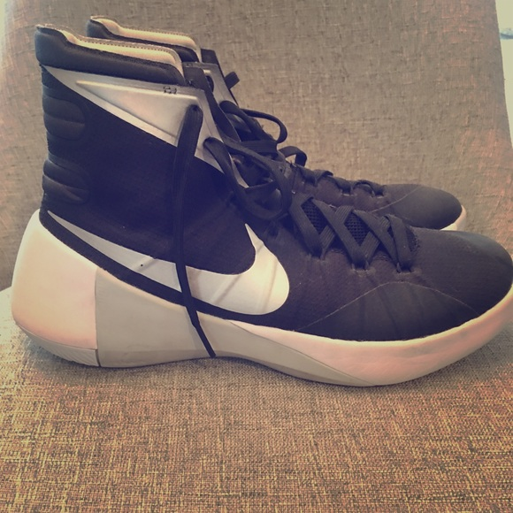 sale retailer 1c084 459a6 Women s Nike Hyperdunk 2015. M 5b3fa24904e33dae253352b9